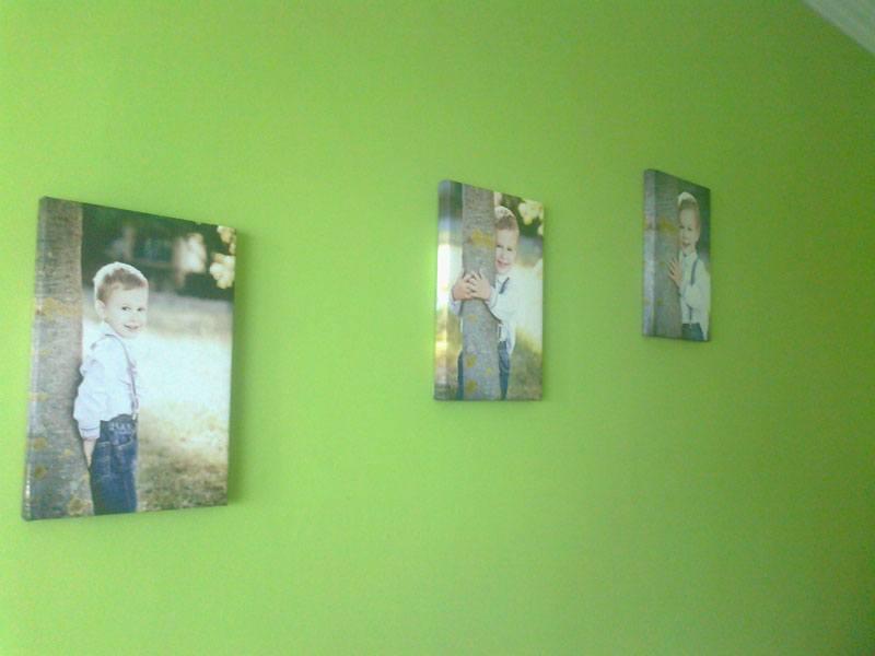 vászonkép családi fotófal zöld falszín