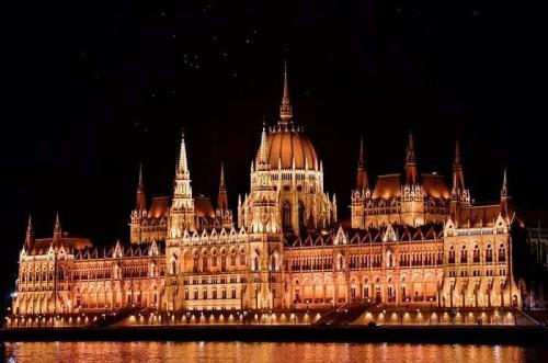 Homoki István Madarak a Parlament felett című fotójából